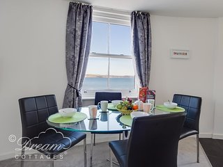 BEACHSIDE GALLERY sea views, two bedrooms, nearby pubs and cafes in Weymouth.