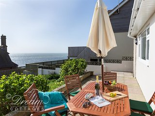 SEACLIFF, sleeps 6, Sea views,  Wifi, parking, West Bay