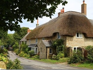 BADGER'S COTTAGE, WiFi, open fire, two bedrooms in Langton Herring.