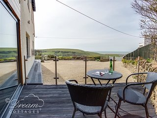 BURTON BAY, Sleeps 2, luxury couples retreat, WiFI, Sea Views, Burton Bay.