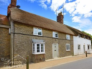 RIVER COTTAGE, rural village, close to beach, Shop and Pub's, sleep 4, Burton Br