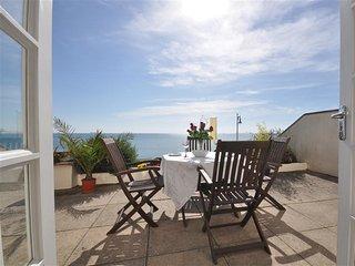 OCEAN WAVE, sleeps 4, sea front garden,  WiFi,  Weymouth