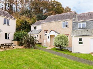GILLAN, communal pool, close to the beach, in Falmouth