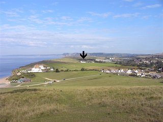 CLIFF FARM No2 COTTAGE, sleeps 5, pet friendly, cliff top postion, parking