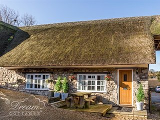 MAGNOLIA COTTAGE OSMINGTON, Thatched cottage, WiFi, Sleeps 4, Close to