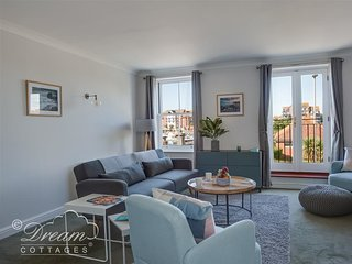 MARINA VISTA, Sleeps 4, spacious apartment, marina views, WiFi, Weymouth