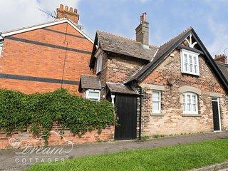 COACHMAN'S HOUSE, sleeps 4, enclosed garden,. dog friendly, Weymouth