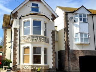 STAR FISH APARTMENT, sleeps 4, first floor apartment, 10 minute walk to town and