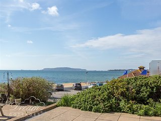 SEA SPRAY, Sleeps 4, Sea views, close to beach, Weymouth