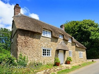 LITTLE BERWICK COTTAGE, Stone thatched cottage, sleeps 8, 2 miles fromthe beach
