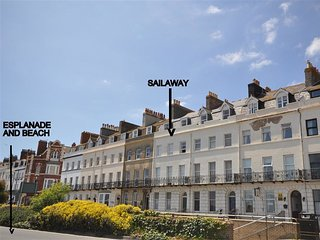 SAIL AWAY Grade II listed, Seafront apartment, sleeps 2, sea and beach views, We