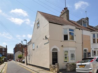 NEVES, sleeps 4, close to sea front, WiFi,  Weymouth