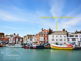 HARBOUR WATCH APARTMENT 6, Harbourside apartment with views, Sleeps 4, WiFi, Wey