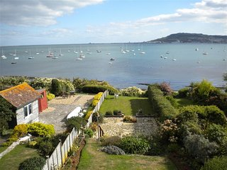 RAINBOW'S END, sleeps 5,  Garden with sea views, 200yds to beach, WiFi, Weymouth