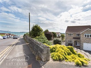 BOWLEAZE VIEW, sleeps 6, sea views, parking, Weymouth