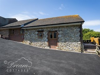 MARKHAM COTTAGE, Rural and sea views, WiFi, Weymouth