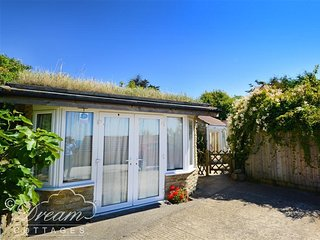 MIMOSA COTTAGE, sleeps 4, close to beach,  on one level, parking, West Bexington