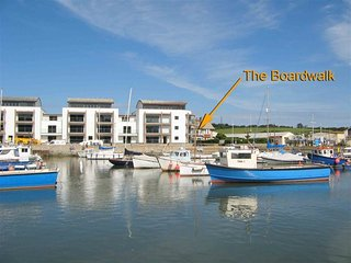 THE BOARD WALK, Sleeps 4, Harbourside apartment,  West Bay