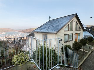STEPS HOUSE, panoramic river views, WiFi, Kingswear