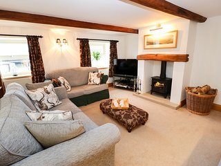 LONG ING FARM, woodburner, exposed beams, in Hade Edge