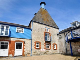 OAST HOUSE, Sleeps 10, harbour location, WiFI, Parking, Weymouth