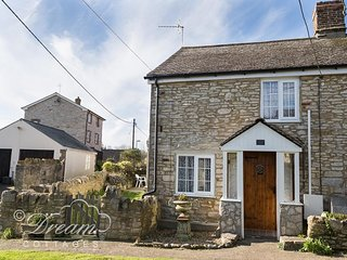 BLUEBERRY COTTAGE, sleeps 6, village location, close to pub, Weymouth