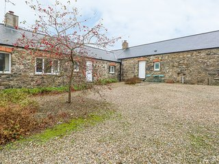 MILL HOUSE COTTAGE, Open-plan living, Woodburner, Haverfordwest