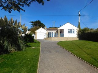 CRANFORD, Sleeps 5, Sea views, Short walk to beach, parking, West Bexington