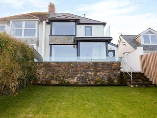 OYSTER BAY, coastal location, WiFi, in Port Isaac