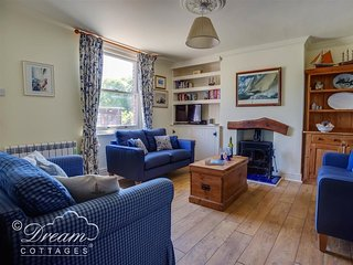 STUDLAND COTTAGE, sleeps 4, ideal for walkers, welcomes two dogs, WiFi, Swanage