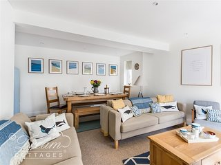 SWANAGE DRIFTWOOD, sleeps 10, central location, close to beach, Swanage