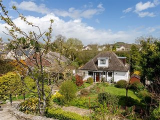 LILLIPUT, Charming cottage, sleeps 6,  village location, pretty garden, Shipton