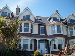 DREAM VIEW, sleeps 4, spectacular sea views, parking, on the seafront, Weymouth