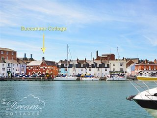 BUCCANEER COTTAGE, Sleeps 6, harbourside location, harbour views, pet friendly