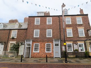 MIDDLE APARTMENT, central location, pets welcome, in Tynemouth