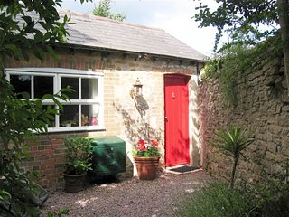 FOUNTAIN COTTAGE, Sleeps 2, couples retreat, WiFi, parking, Weymouth