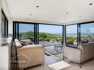 BURTON VIEW, sleeps 5, luxury kitchen garden room, sea views, parking, Burton