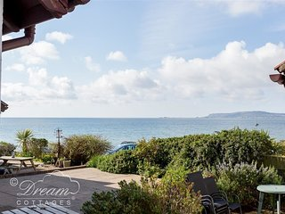 SEAVIEW, seafront chalet, sleeps 4, close to cafe and pub, WiFi, Weymouth