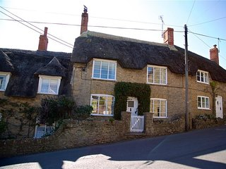 BRAMBLE COTTAGE, sleeps 4, thatched cottage, central village location, close to