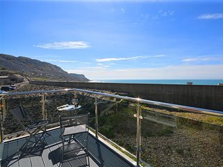 SUNSET LODGE, modern apartment, sleeps 6, sea views, WiFi, Portland