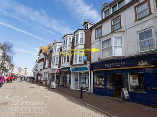 POPPY PLACE, sleeps 4, Town centre location, WiFi, Close to Beach, Weymouth