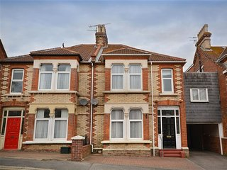 GONE FISHING, 4 bedrooms, Edwardian House, Close to Harbour, WiFi, Weymouth