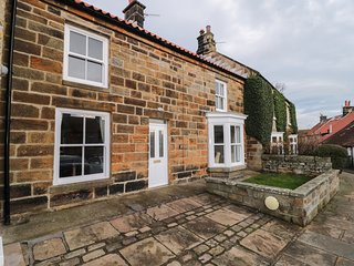 HAWTHORNE COTTAGE, WiFi, enclosed garden, Castleton