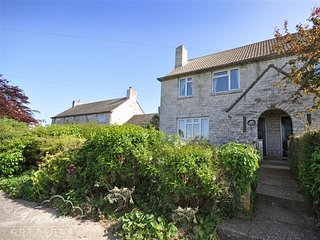 BRIDE VALLEY VIEW, village location, sleeps 5, BBQ, Puncknowle