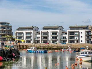 FISHERMEN'S STEPS, Harbourside, ground floor apartment, parking, close to beach