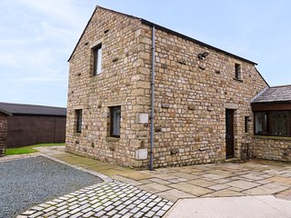 TIPPERTHWAITE BARN, en-suites, underfloor heating, Settle