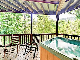 Expansive 4BR/4BA - Hot Tub w/ Great Smoky Mt View - Arcade Game & Pool Table