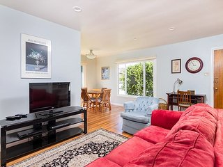 Beautifully Updated 2BR in Central Locale - 10 Minutes to Ventura Boardwalk!