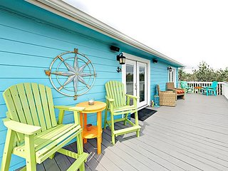 2BR Coral Reef Cottage w/ Patio & Deck, Near Beach - Pool, BBQ & Playground
