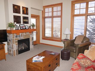 Immaculate Capitol Peak Condo - Walk to Gondola and Lifts (203190)